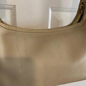 Coach Bags - Coach Vintage 9059 Cream Leather Shoulder Bag